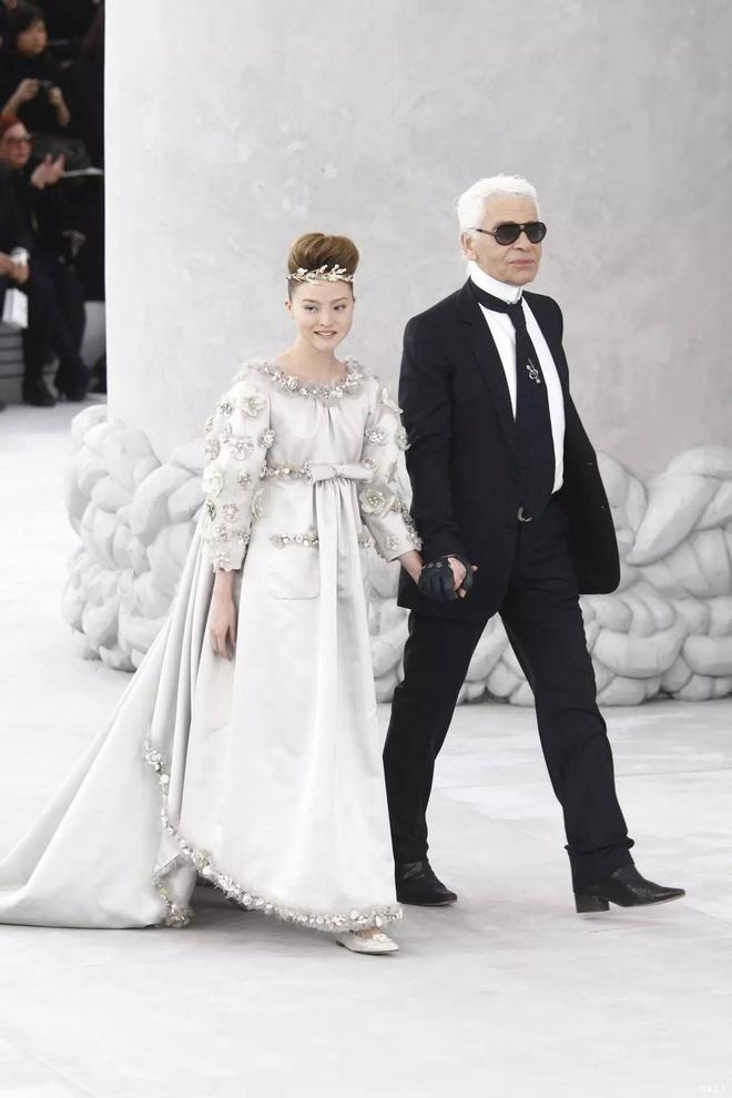 Siêu mẫu lai chỉ cao 1,65 m, là nàng thơ trẻ nhất của Chanel