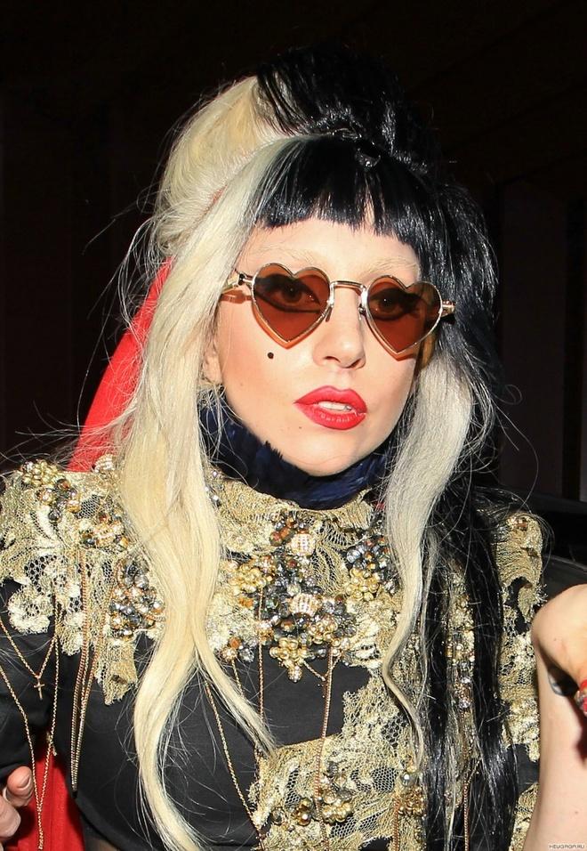 Lady Gaga mac do style Trung Quoc, xuat hien tren san catwalk? hinh anh 2