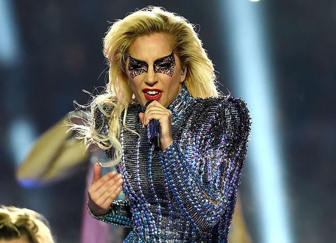 Lady Gaga mac do style Trung Quoc, xuat hien tren san catwalk? hinh anh 4