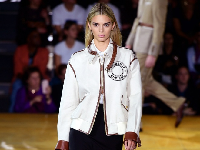 Kendall Jenner nhuom toc sang mau anh 1