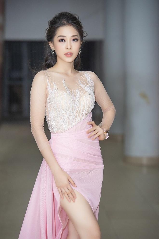 A hau Phuong Nga chuyen sang style goi cam the nao sau mot nam? hinh anh 3