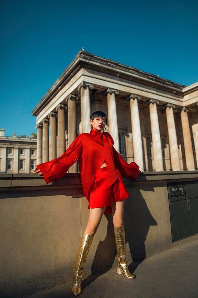 Chau Bui va Khanh Linh an mac the nao khi cung du show Louis Vuitton? hinh anh 11