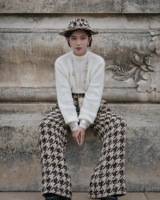 Chau Bui va Khanh Linh an mac the nao khi cung du show Louis Vuitton? hinh anh 3
