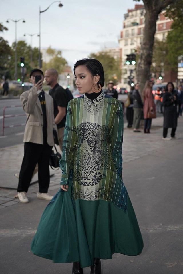 Chau Bui va Khanh Linh an mac the nao khi cung du show Louis Vuitton? hinh anh 4