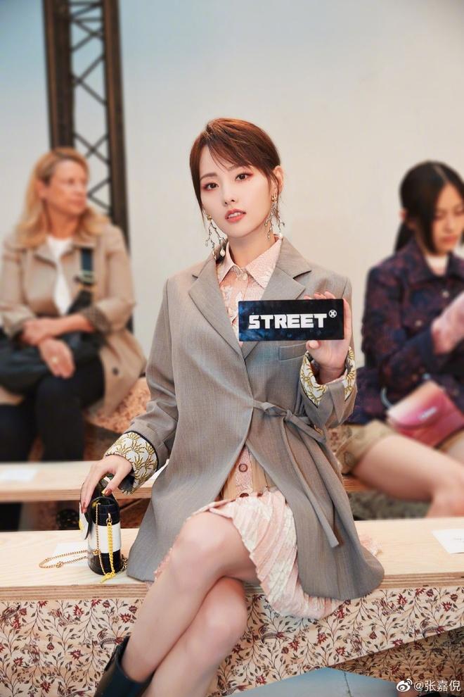 Sao Hoa Ngu mac do kem xinh tai Fashion Week anh 3