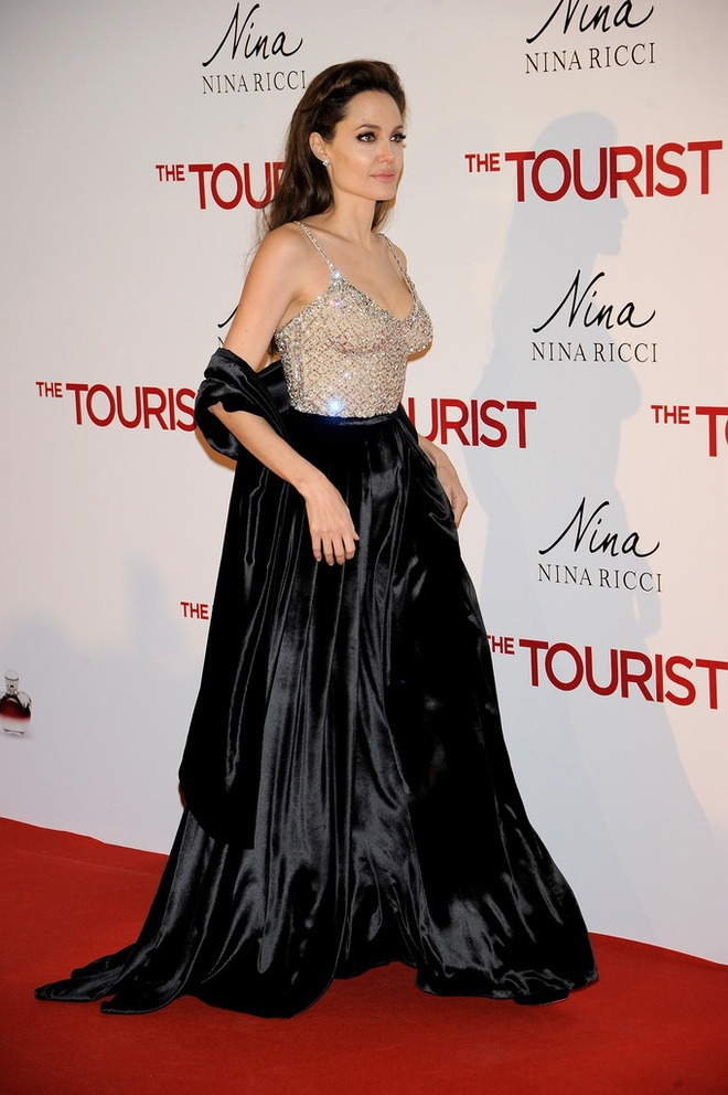 Nhung bo vay an tuong cua Angelina Jolie anh 4