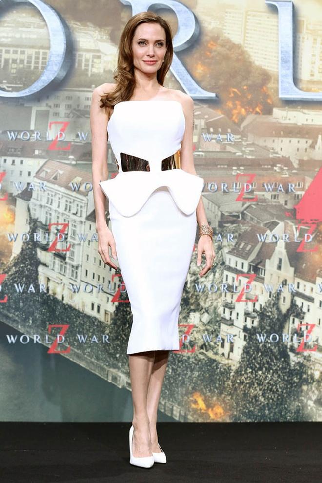 Nhung bo vay an tuong cua Angelina Jolie anh 10