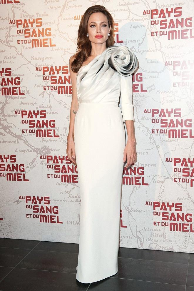 Nhung bo vay an tuong cua Angelina Jolie anh 7
