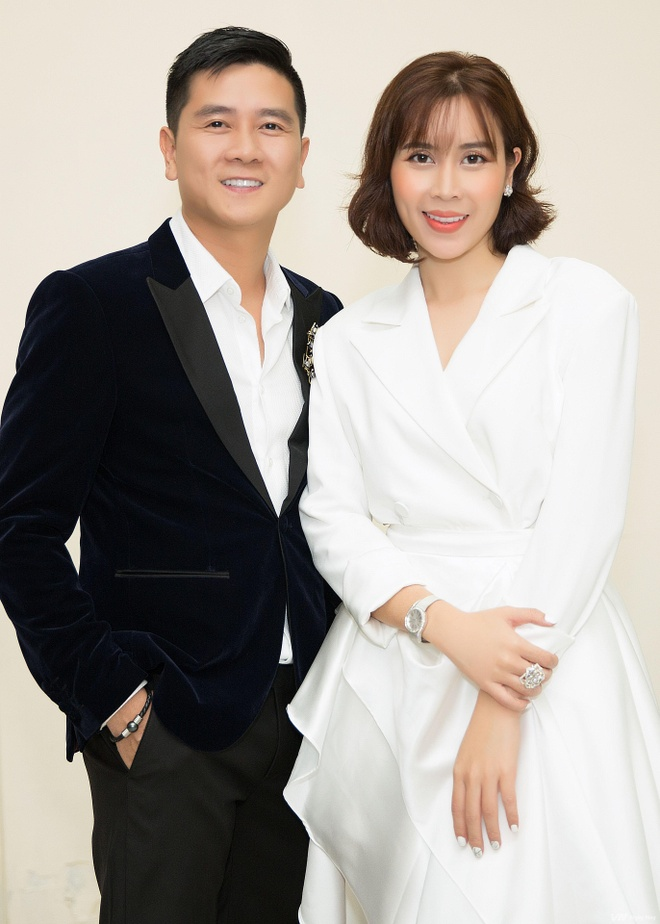 Ho Hoai Anh - Luu Huong Giang tung dong dieu trang phuc tren ghe nong hinh anh 2