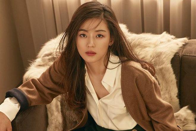 Jun Ji Hyun duoc khen than thai thu hut trong thuoc phim thoi trang hinh anh