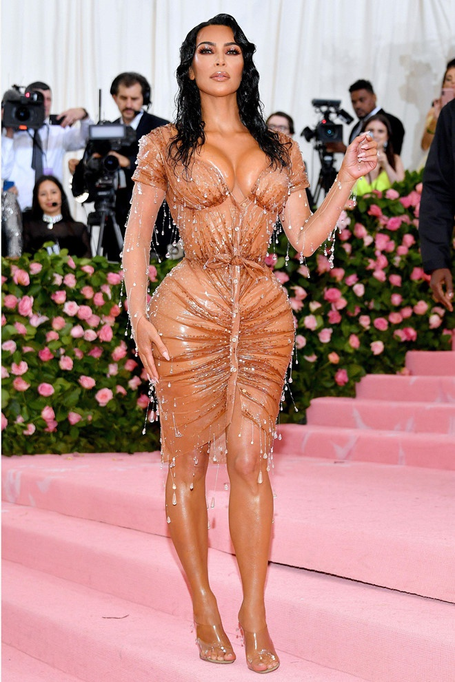 Kim Kardashian khong mac vua vay anh 4