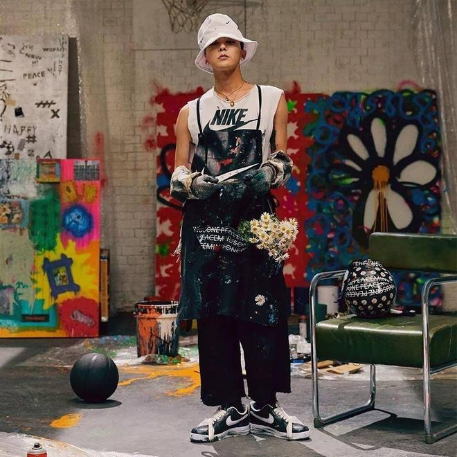 G-Dragon he lo them 3 mau giay hoa cuc hang hiem in logo Chanel hinh anh 1