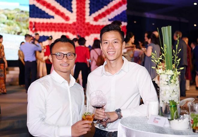 Tien Linh va dan cau thu Viet duoc khen co gu thoi trang nam tinh hinh anh 5