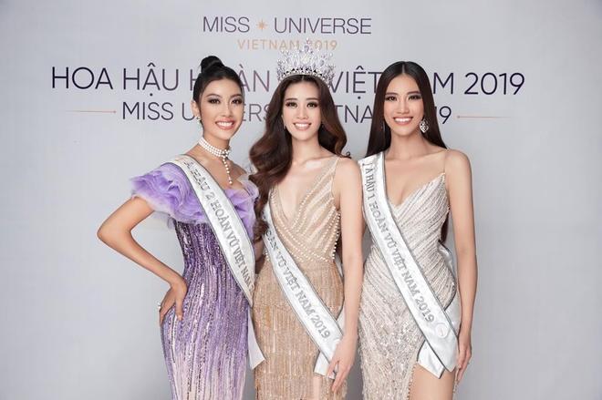 Top 3 Hoa hau Hoan Vu Viet Nam mac do giong cot den giao thong hinh anh 8 Top6.jpg