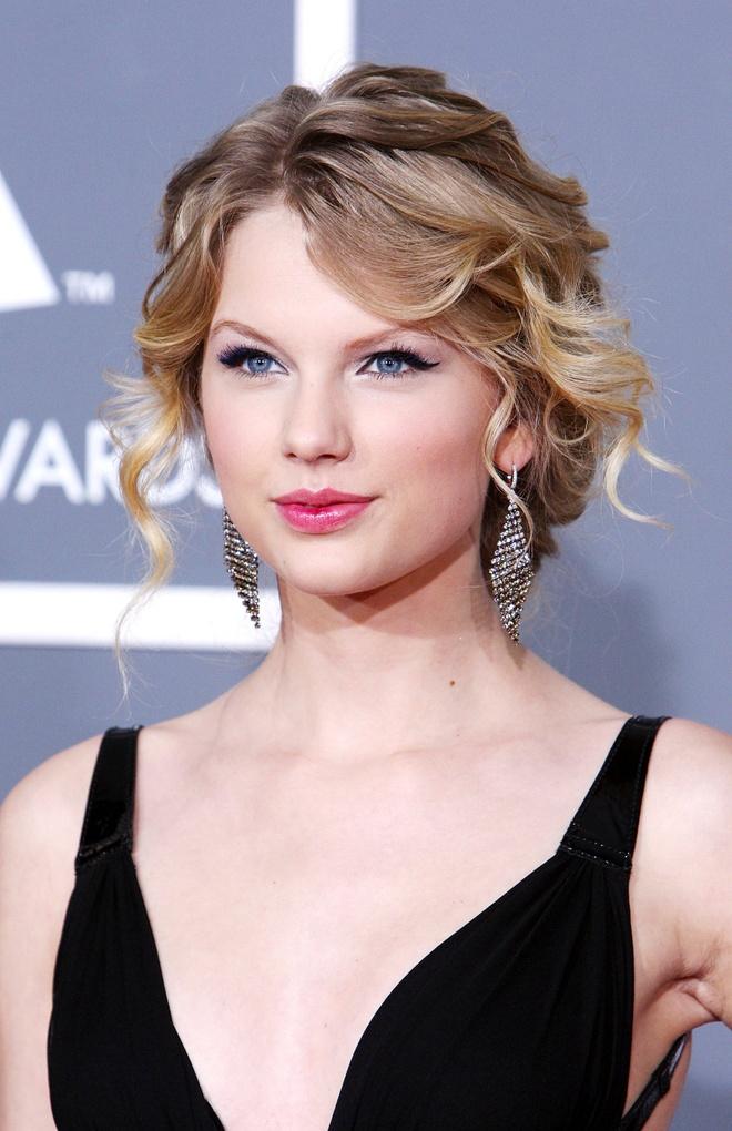 10 nam qua, phong cach lam dep cua Taylor Swift thay doi the nao? hinh anh 2 Taylor_Swift_thay_doi_lam_dep_2.jpg