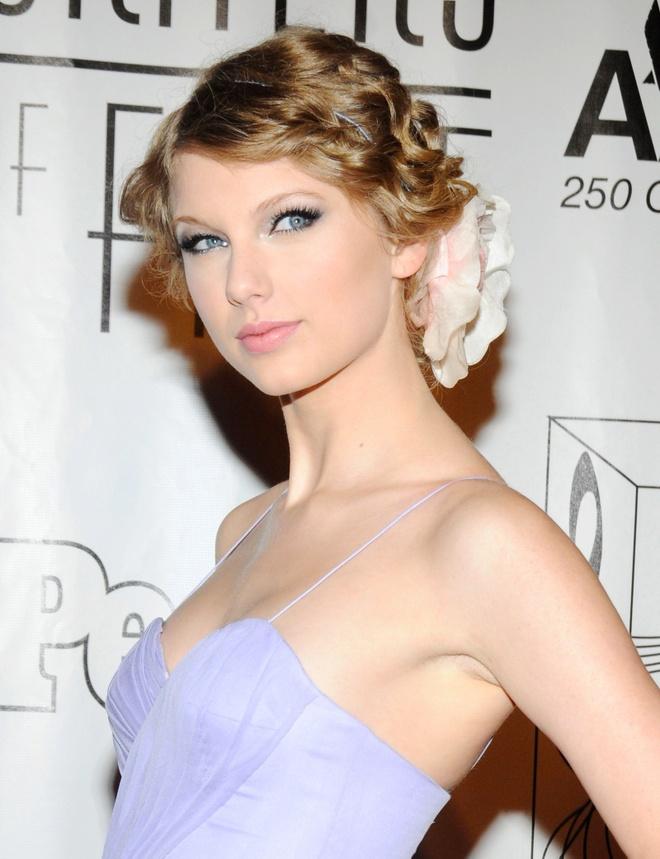10 nam qua, phong cach lam dep cua Taylor Swift thay doi the nao? hinh anh 3 Taylor_Swift_thay_doi_lam_dep_3.jpg