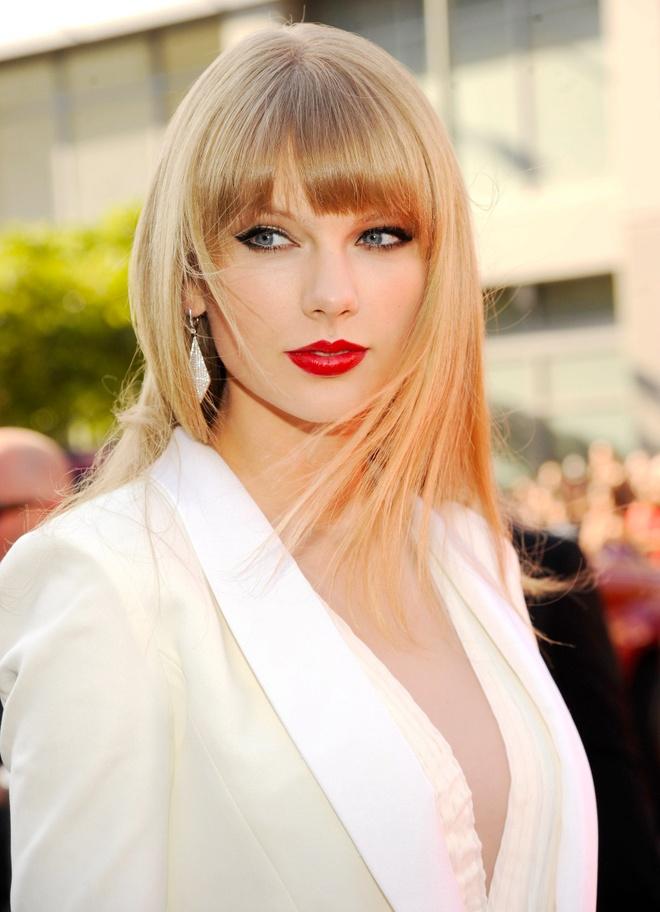 10 nam qua, phong cach lam dep cua Taylor Swift thay doi the nao? hinh anh 4 Taylor_Swift_thay_doi_lam_dep_4.jpg