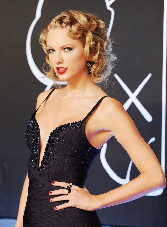10 nam qua, phong cach lam dep cua Taylor Swift thay doi the nao? hinh anh 5 Taylor_Swift_thay_doi_lam_dep_5.jpg