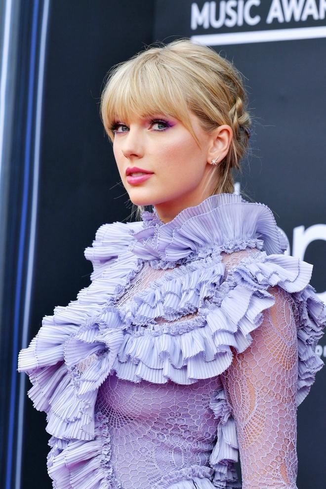 10 nam qua, phong cach lam dep cua Taylor Swift thay doi the nao? hinh anh 9 Taylor_Swift_thay_doi_lam_dep_9.jpg