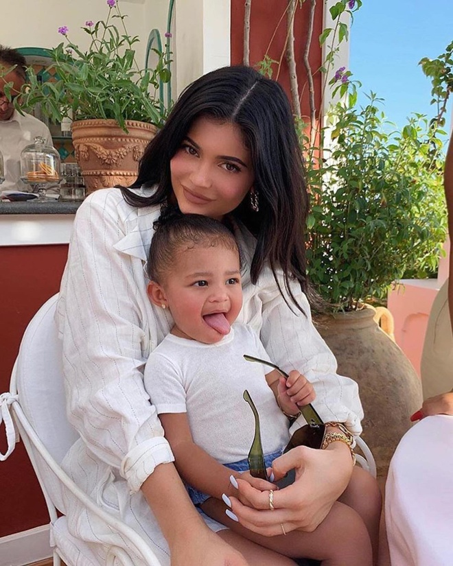 Con gai Kylie Jenner ra mat my pham anh 2