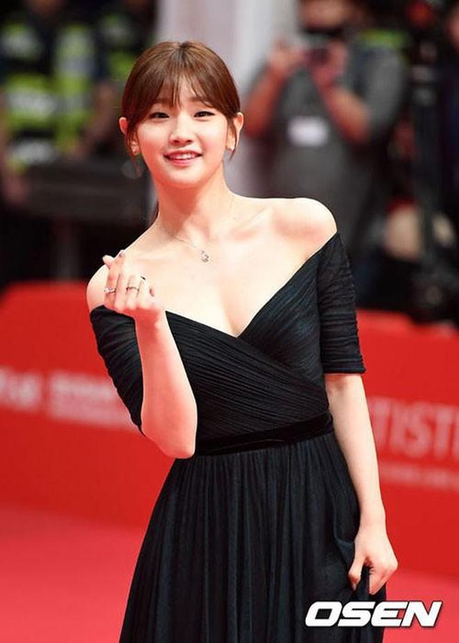 Nu chinh phim 'Ky sinh trung' van thu hut du chuong do mau den trang hinh anh 11 Park9.jpg