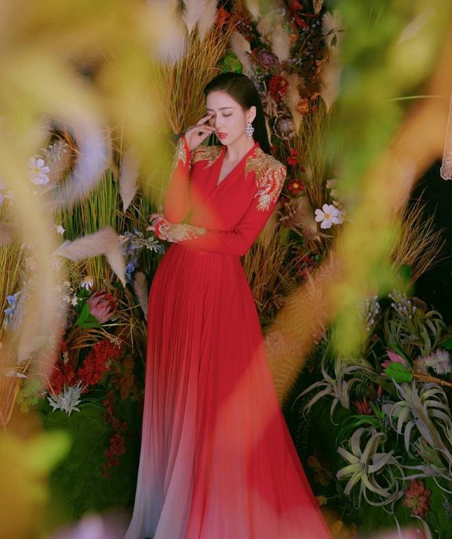My nhan Tan Cuong thich dien do quy phai khoe lan da trang min hinh anh 2 DLA2.jpg