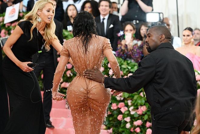 Mac quan ao bo sat co the nhu Kim Kardashian nguy hiem the nao? hinh anh 4 BC4.jpg