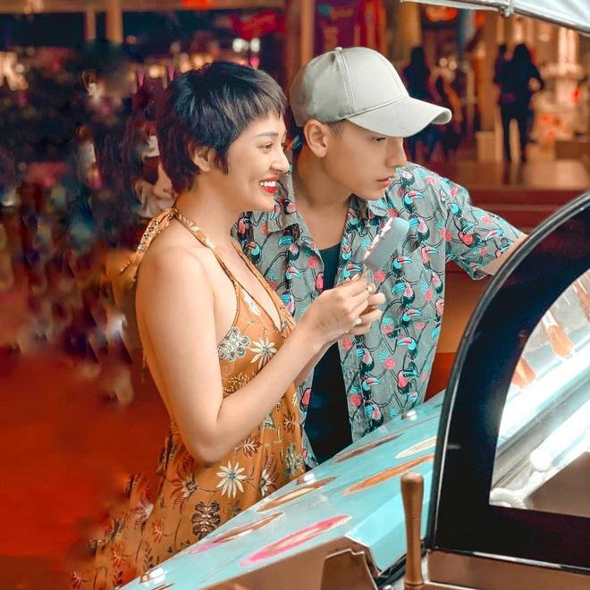 Tran Thanh mac do doi voi Hari Won, Den Vau dien ca cay den ca tinh hinh anh 3 SS1.jpg