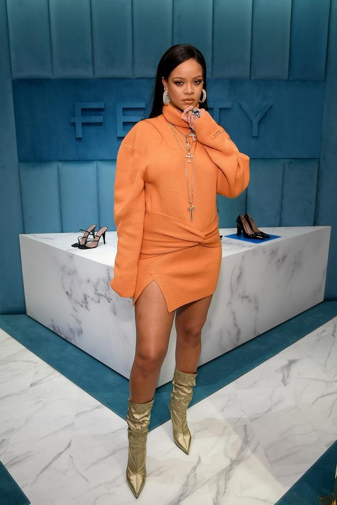 Rihanna khong chuong do khoe nguc anh 1