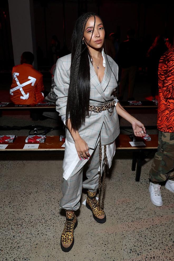 Rihanna khong chuong do khoe nguc anh 6