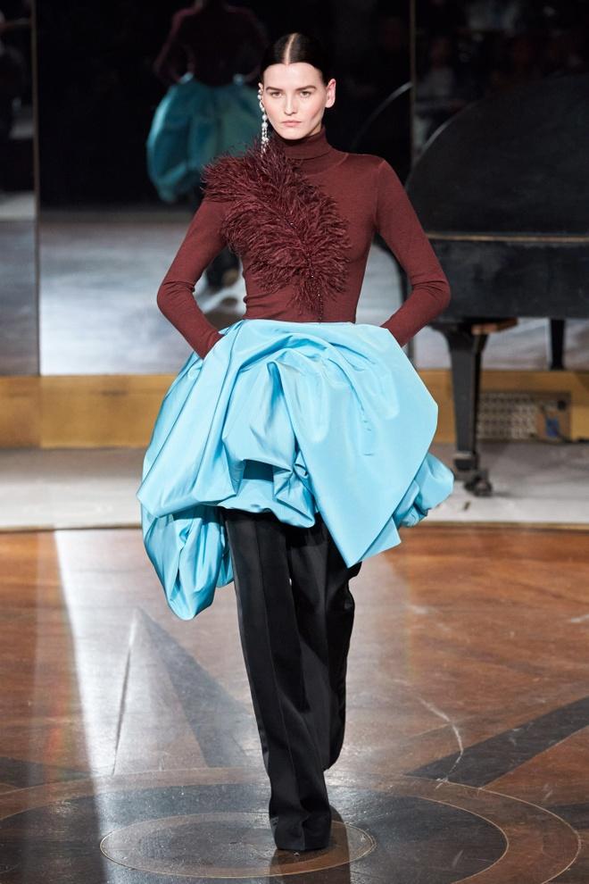 Marc Jacobs va loat thiet ke an tuong tren san dien NYFW 2020 hinh anh 8 LOOK10.jpg