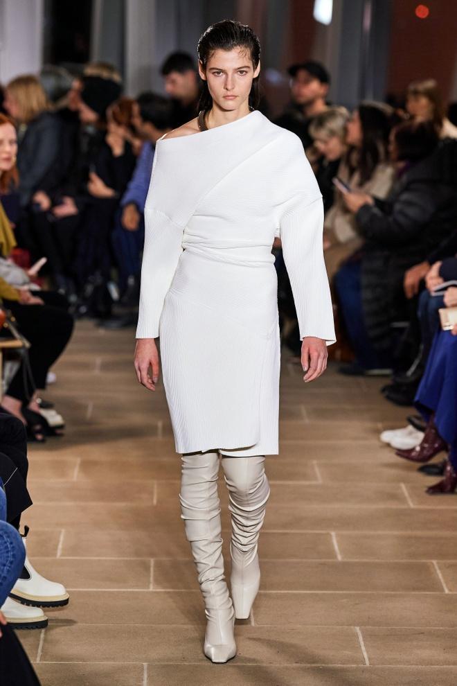 Marc Jacobs va loat thiet ke an tuong tren san dien NYFW 2020 hinh anh 14 LOOK17.jpg