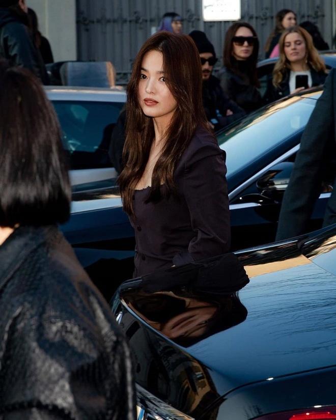 Song Hye Kyo bi che gia, IU mac do nhan kem duyen du show thoi trang hinh anh 1 SONG0.jpg