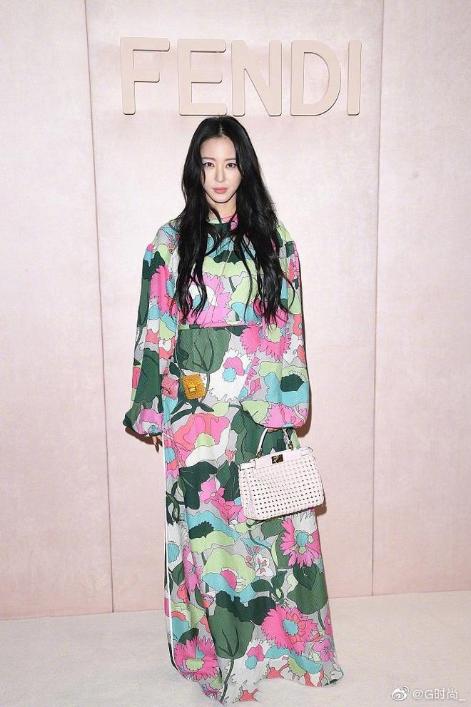 Song Hye Kyo bi che gia, IU mac do nhan kem duyen du show thoi trang hinh anh 10 SONG12.jpg