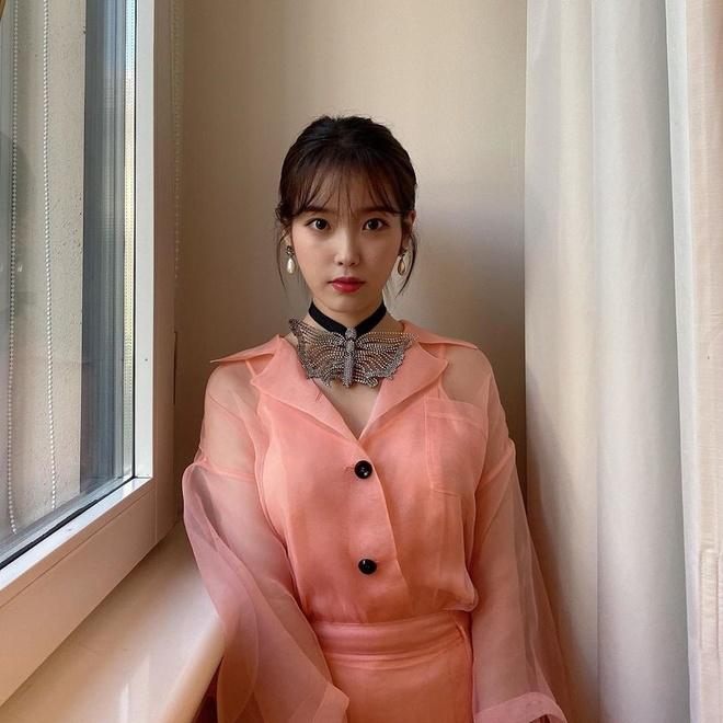 Song Hye Kyo bi che gia, IU mac do nhan kem duyen du show thoi trang hinh anh 5 SONG5.1.jpg