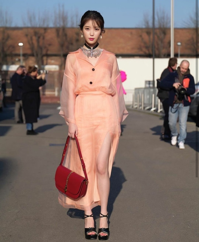 Song Hye Kyo bi che gia, IU mac do nhan kem duyen du show thoi trang hinh anh 6 SONG5.jpg