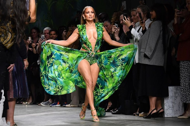 Jennifer Lopez mac ho hang, bi che khoe than qua da khi quang cao giay hinh anh 7 JL6_1.jpg