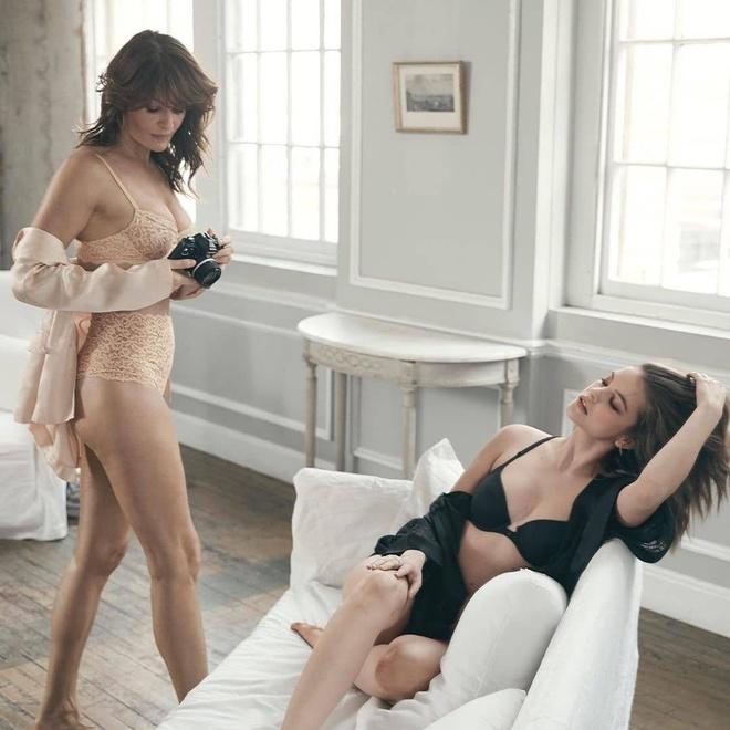 Victoria's Secret hop tac voi thien than noi y U60 de cuu vot doanh so hinh anh 3 VS2.jpg