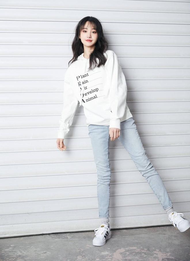 Day la chiec ao hoodie khien HyunA, Trinh Sang deu thich mac hinh anh 3 Prada2.jpg