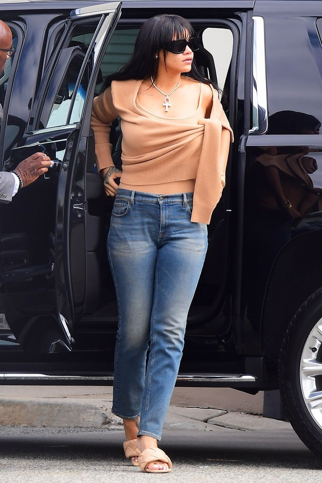 Doi giay mui vuong 1.370 USD khien Ho Ngoc Ha, Rihanna mua bang duoc hinh anh 7 BOTTEGA9.jpg