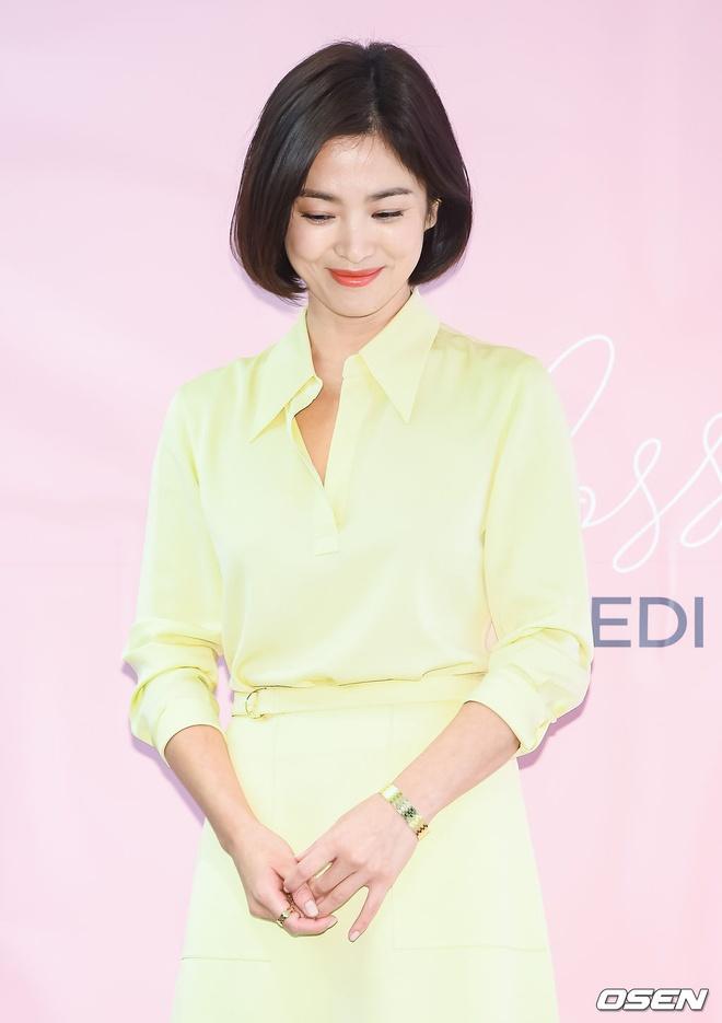 Song Hye Kyo thay doi gu an mac tre trung anh 9