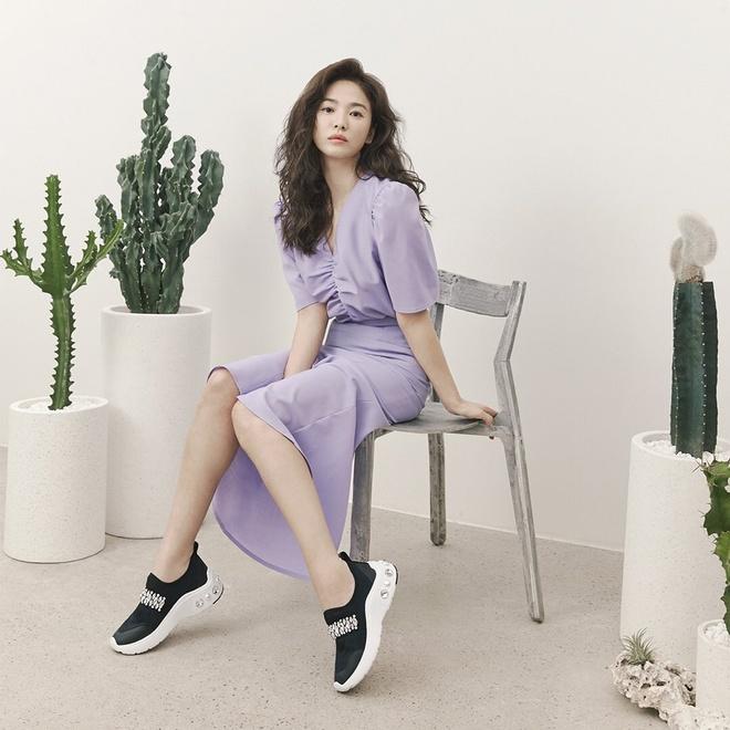 Song Hye Kyo thay doi gu an mac tre trung anh 4