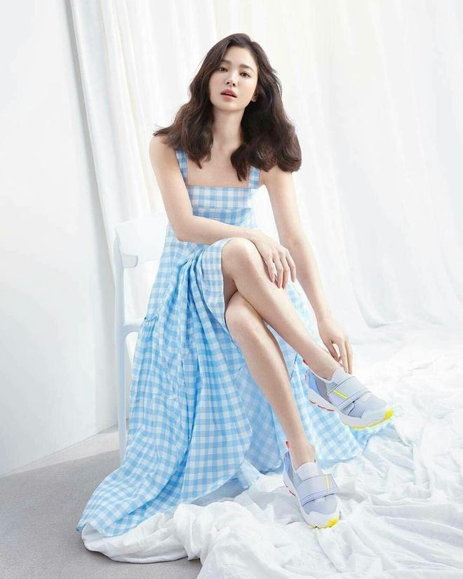 Song Hye Kyo thay doi gu an mac tre trung anh 6