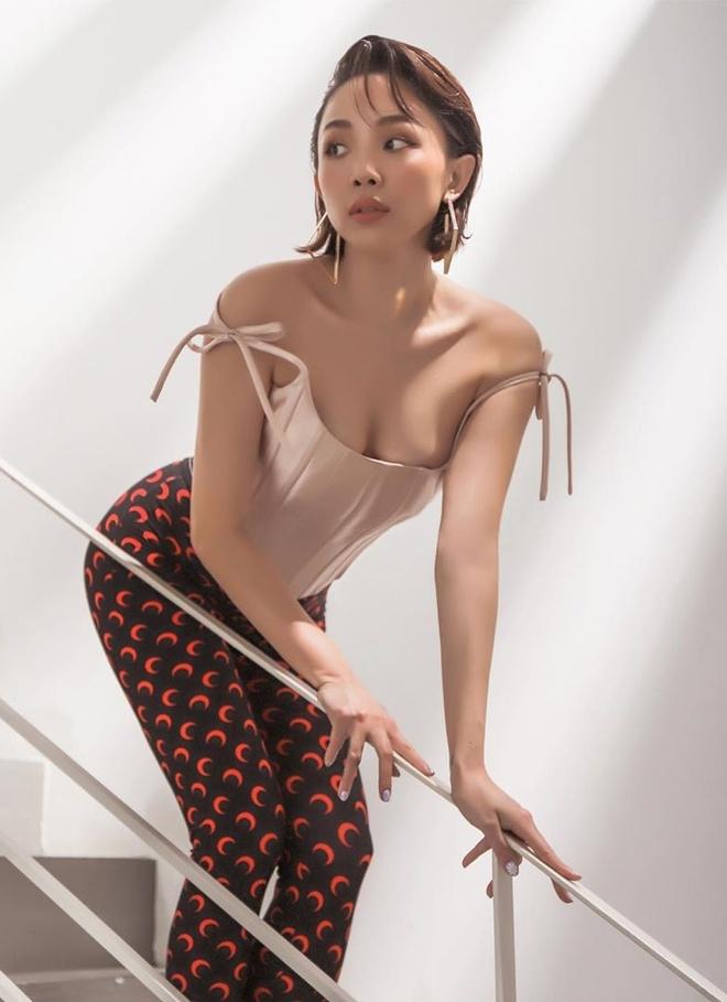 Ban gai Quang Hai mac do goi cam anh 4
