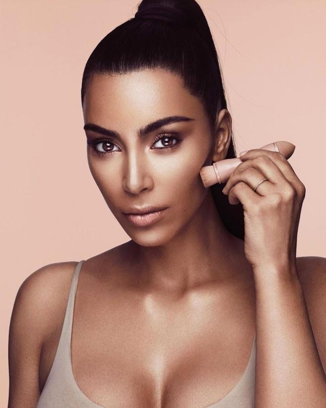 Kim Kardashian ban co phan cong ty anh 2