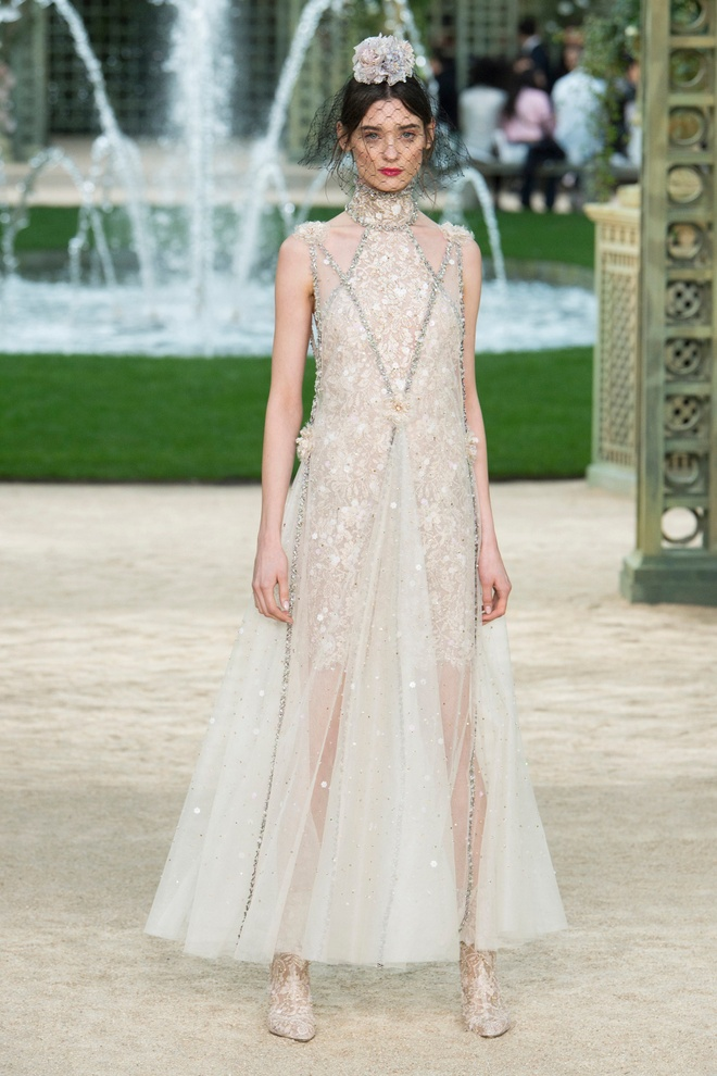 Kendall Jenner mac do Chanel anh 4