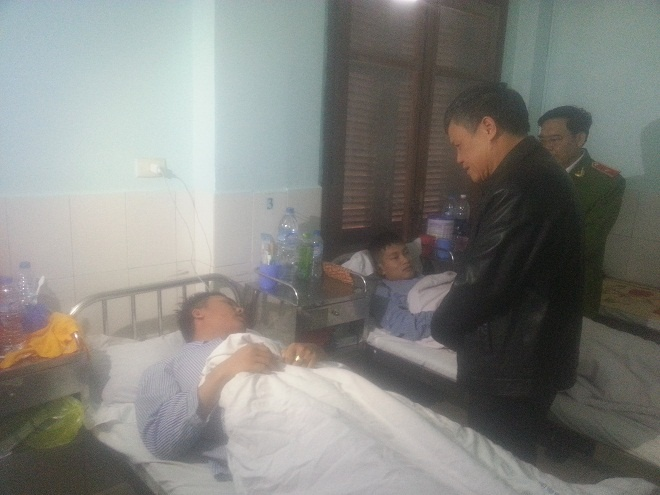 52 linh cuu hoa nhiem doc trong vu chay container phot pho hinh anh 1 Lãnh đạo TP Hải Phòng thăm và động viên chiến sĩ đang điều trị ở bệnh viện. Ảnh: Phương Chi