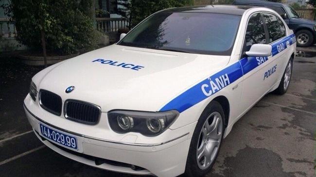 CSGT Quang Ninh tuan tra bang xe BMW hinh anh