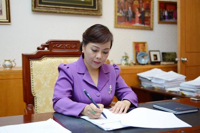 'Bo truong Tien dung cam khi cong khai Facebook' hinh anh 2 Hình ảnh đại diện trên trang Facebook cá nhân của Bộ trưởng Nguyễn Thị Kim Tiến. Chỉ một tuần sau khi công khai, trang cá nhân của bà đã có tới 130.000 lượt thích (like). Ảnh: FB Bộ trưởng Y tế.