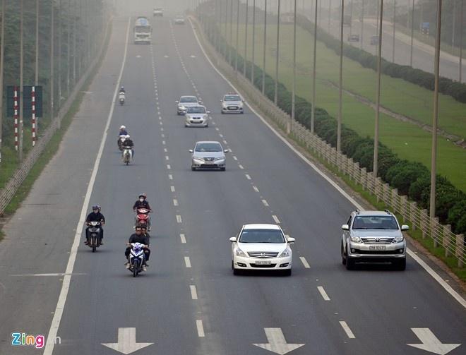 'Tai xe say xin, xe chuc ty cung tich thu' hinh anh 1 Xe máy chạy trên Đại lộ Thăng Long (Hà Nội). Theo kiến nghị của Ủy ban ATGT quốc gia, phương tiện vi phạm lỗi này sẽ bị tịch thu. Ảnh: Hoàng Anh.